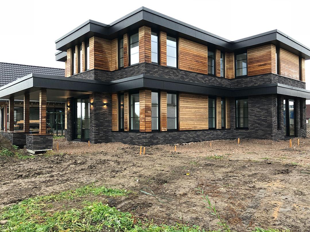 GROEP NEGEN | moderne Frank Lloyd Wright kubistische woning in een natuurlijke materialisatie
