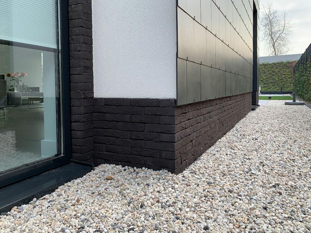 GROEP NEGEN | moderne minimalistische woning met overkapping, schoorsteen in stuc en leien